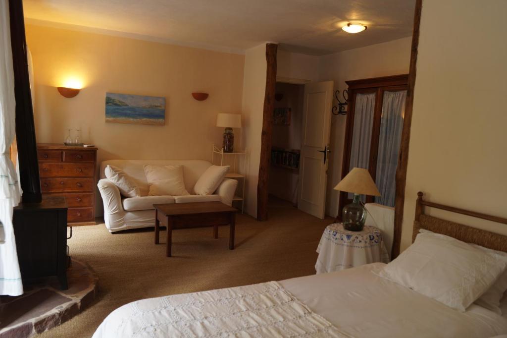 A seating area at Sa Plana Petit Hotel
