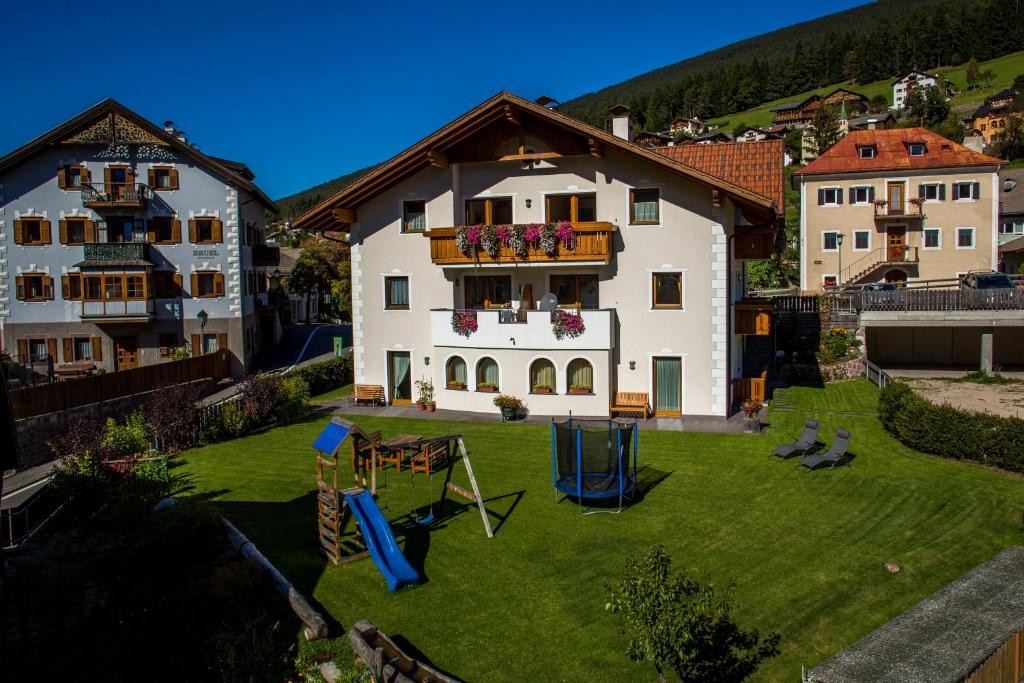 Apartments Ansciuda (Italia Ortisei) - Booking.com