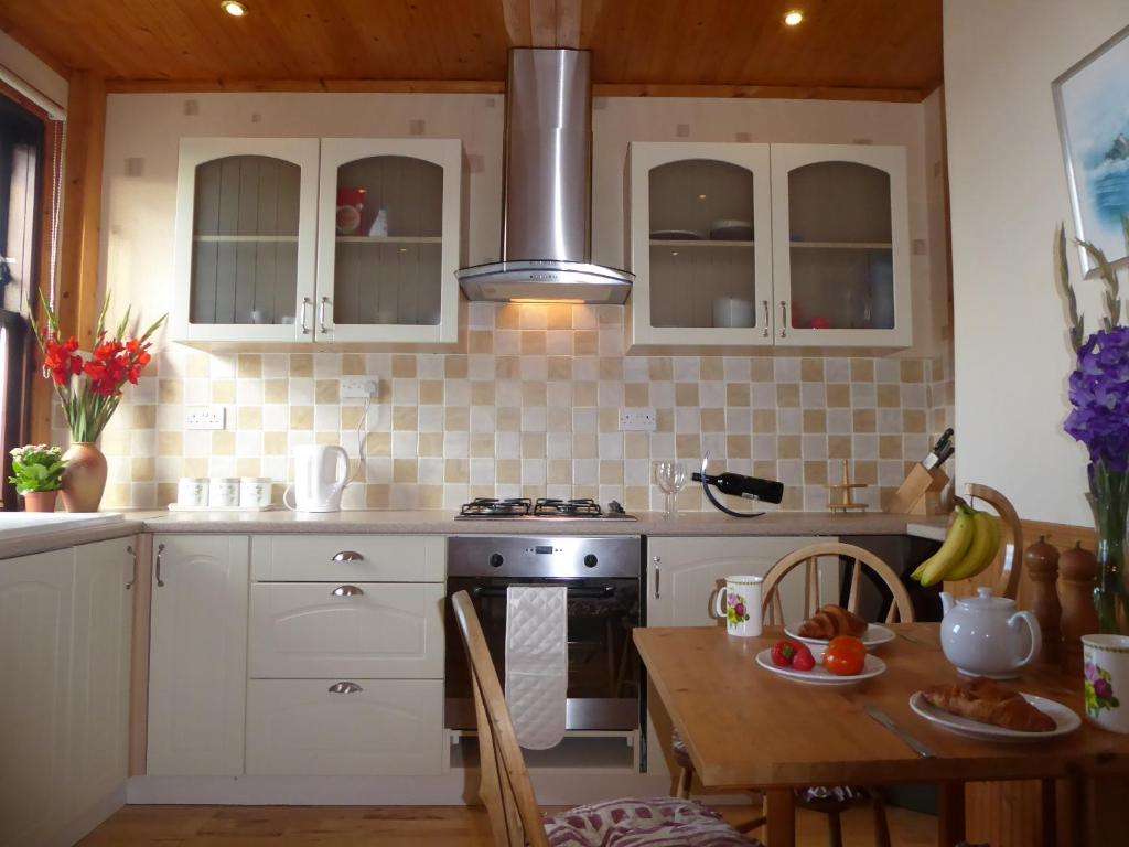 A kitchen or kitchenette at Apartment Musselburgh