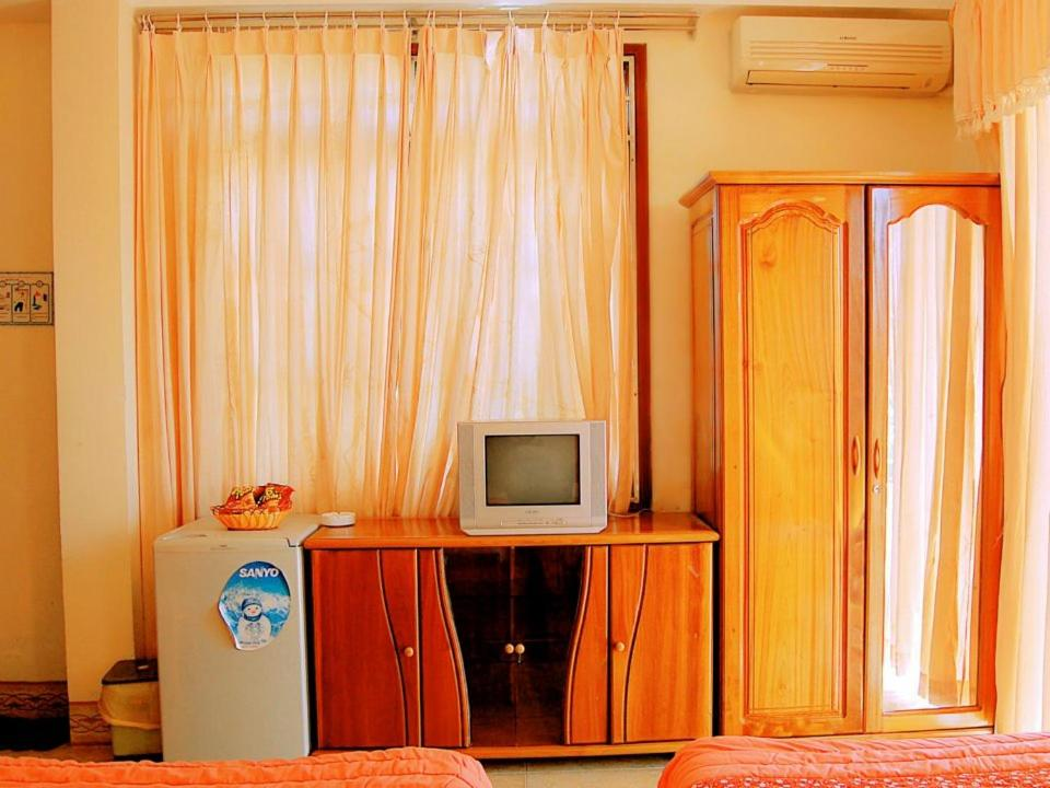 A television and/or entertainment center at Yali Hotel