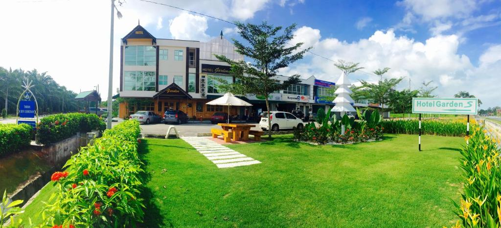 SEMERAH GARDEN HOTEL, Pontian Kecil, Malaysia - Booking.com