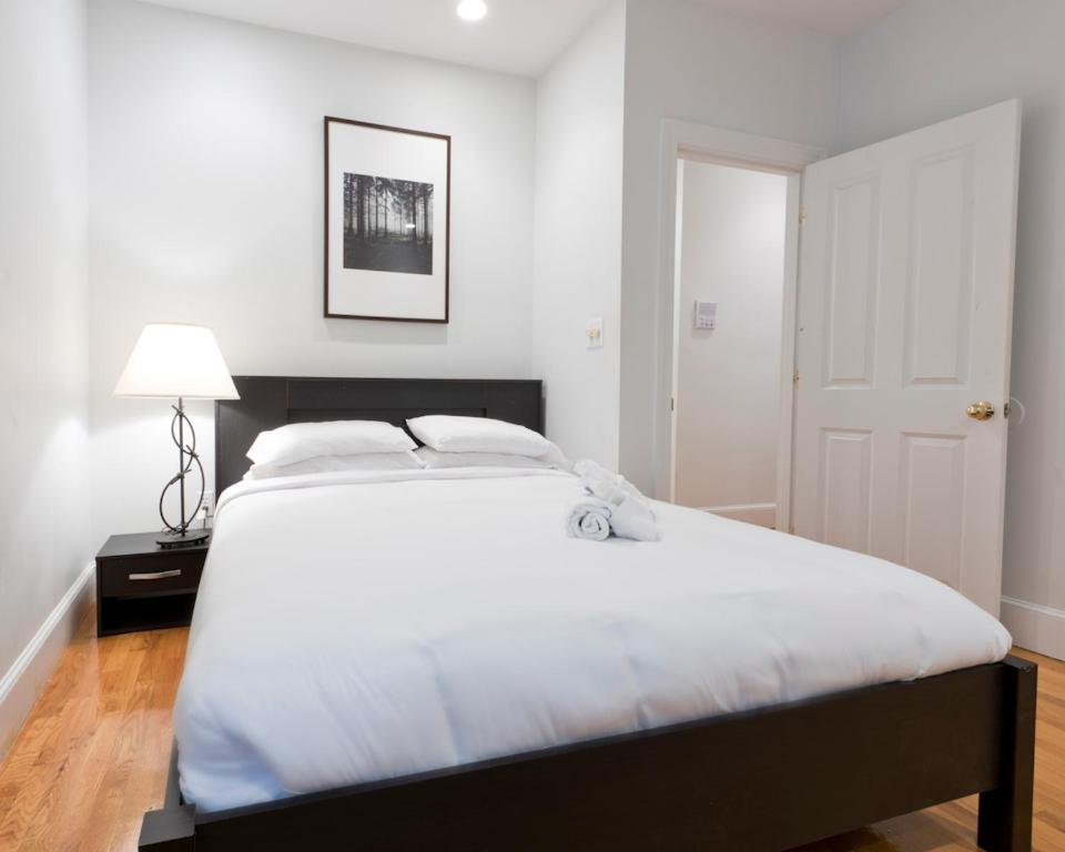 apartment one bedroom. Gallery image of this property Apartment One Bedroom on Boylston Street Apt 8  Boston MA