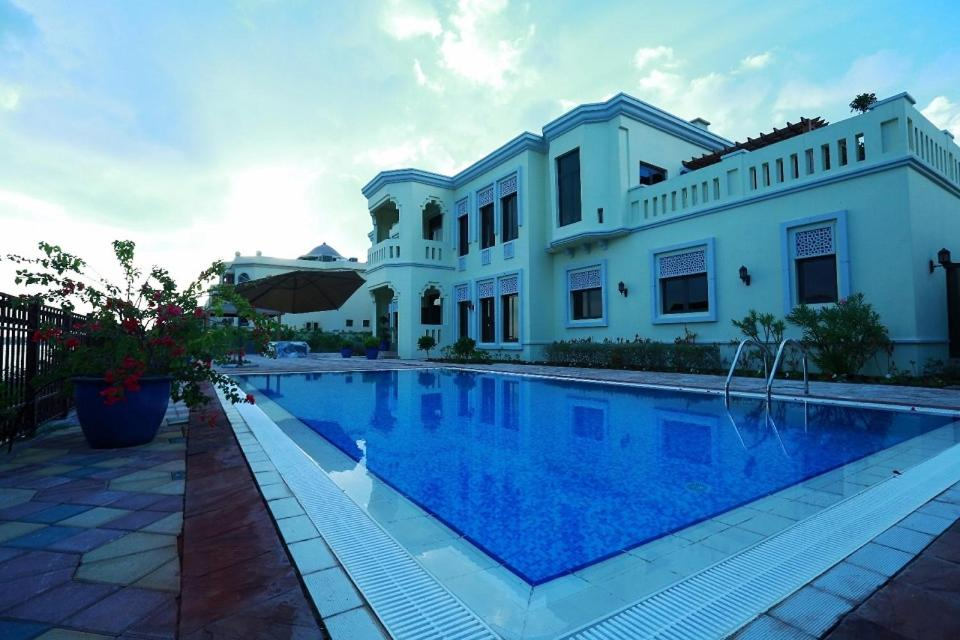 Adorn holiday homes dubai uae for Luxury holidays in dubai