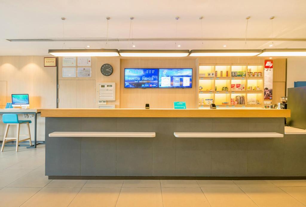 The lobby or reception area at Hanting Hotel Nanjing Car 4S Yuan