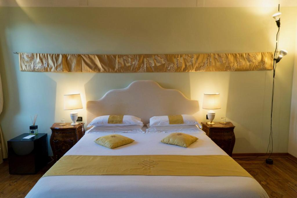 A bed or beds in a room at La Villeggiatura