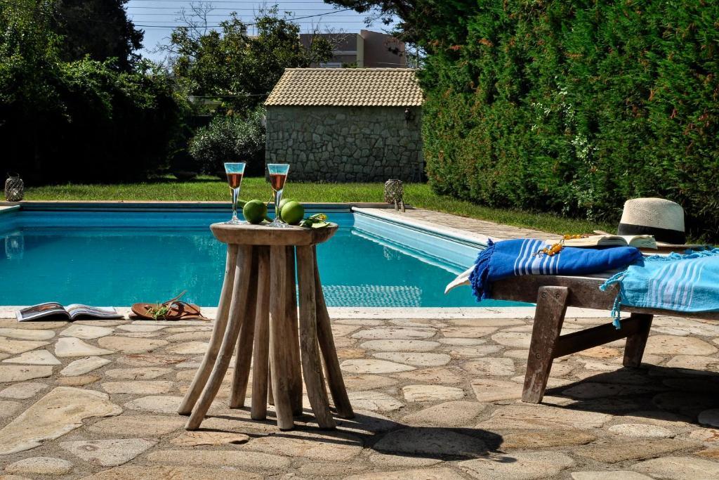 Il portico verde private villa with pool in corfu for Costo del portico anteriore