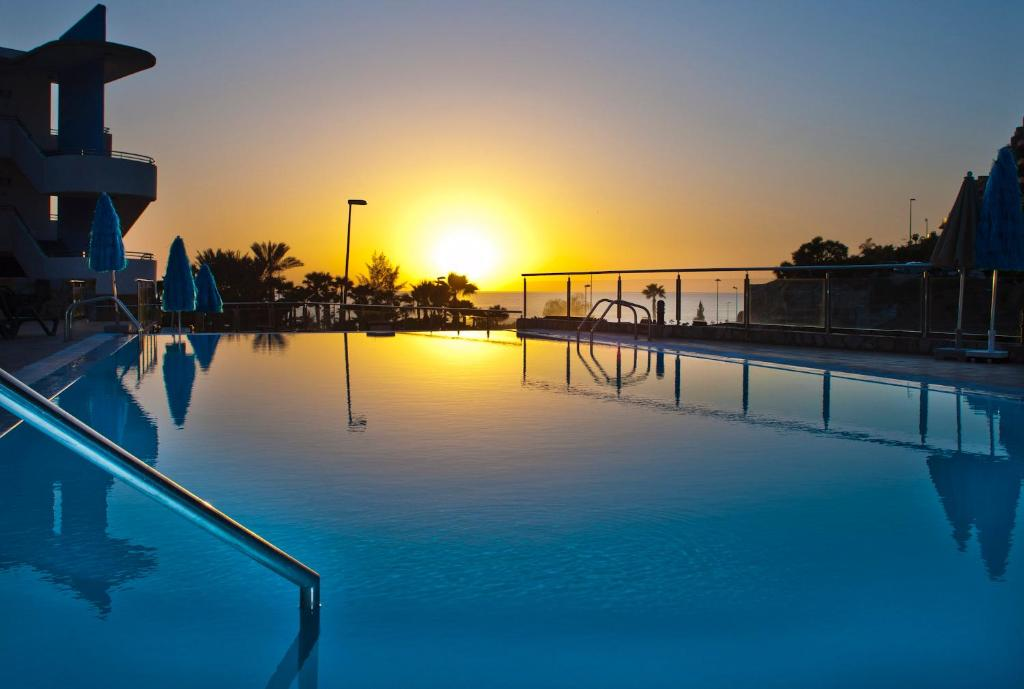 The swimming pool at or near Terraza de Amadores