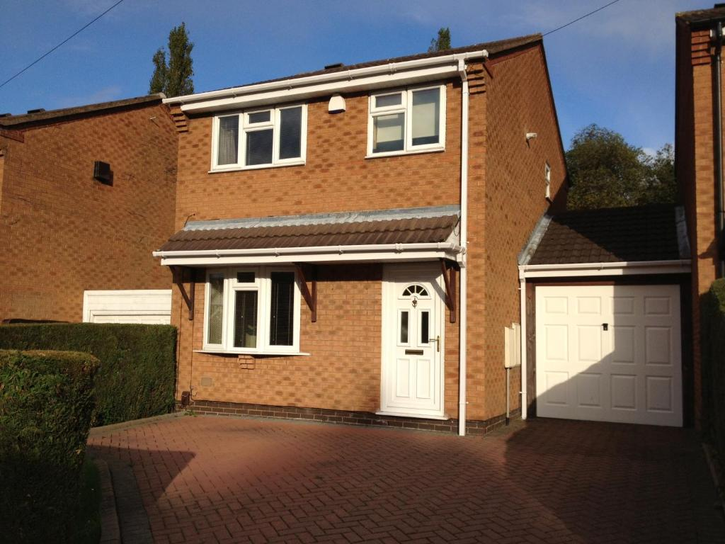 Vacation Home Cosy 3 bed detached house Birmingham, UK - Booking.com