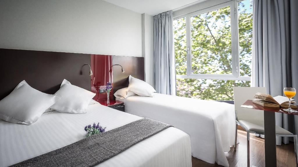 A bed or beds in a room at SM Hotel Sant Antoni