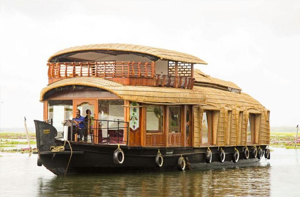 houseboat boathouse html car design today u2022 rh getyourhouseon co
