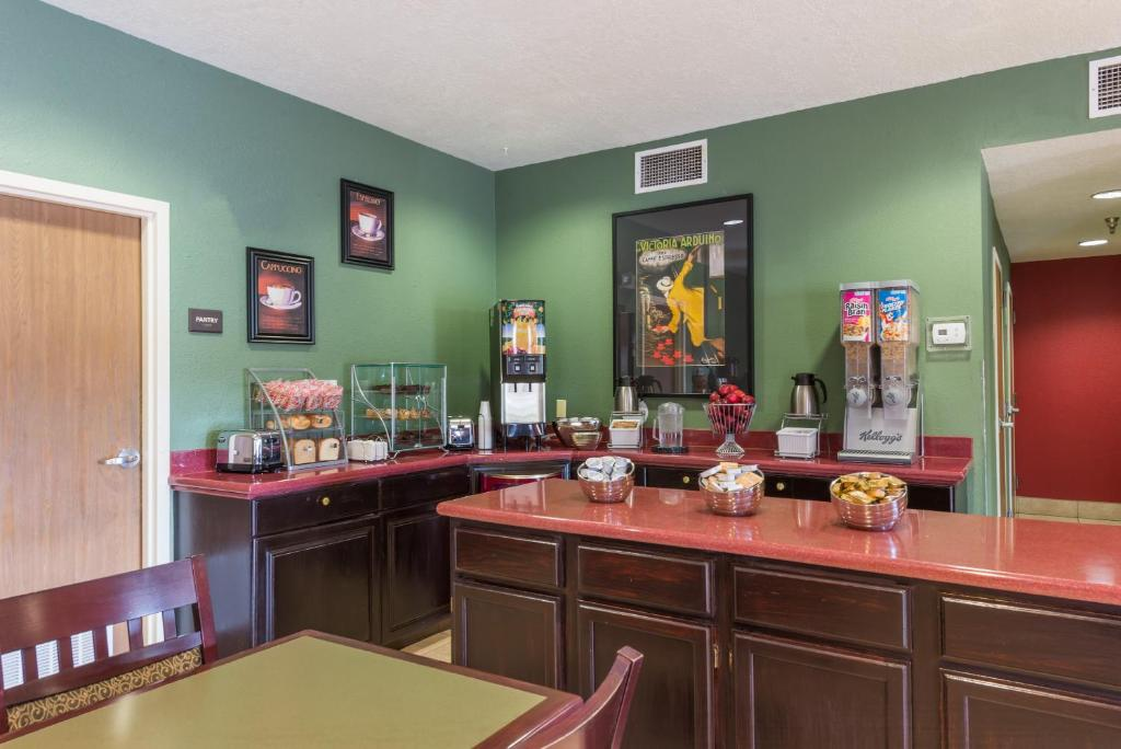 A Restaurant Or Other Place To Eat At Super 8 By Wyndham Albuquerque Airport