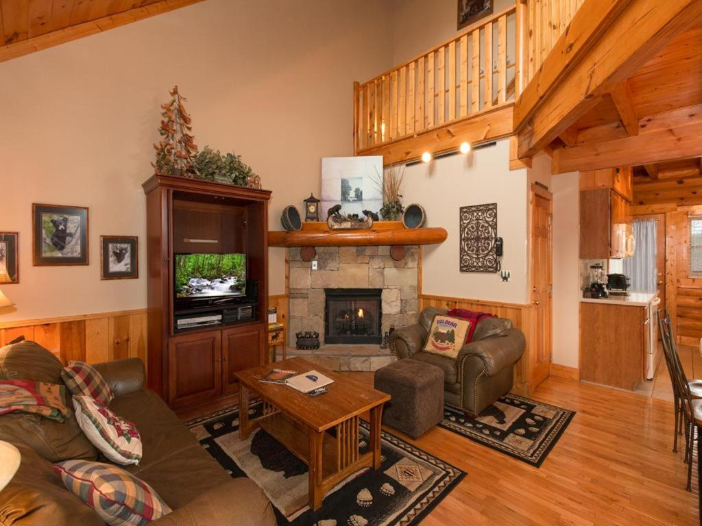 Another Day Inn Bearadise Two Bedroom Cabin Pigeon Forge