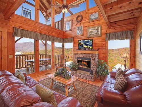 Cabin Bedroom Fitted Furniture: Vacation Home Mountain Seduction- Two-Bedroom Cabin