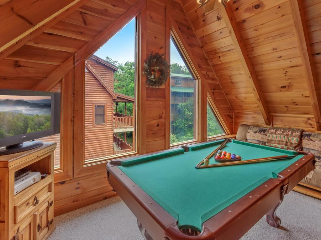 Vacation Home Un Fir Gettable Two Bedroom Cabin Pigeon
