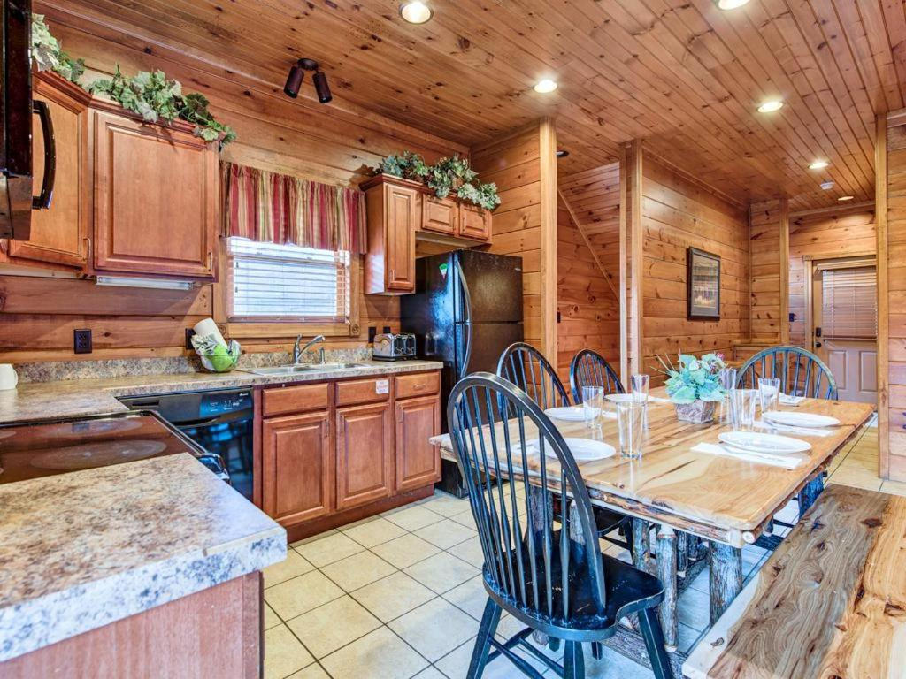 Vacation home gatlinburg majesty four bedroom cabin tn for 4 bedroom cabins in gatlinburg tn
