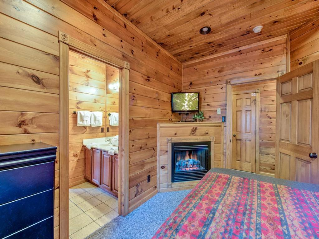 vacation home gatlinburg majesty four bedroom cabin tn booking com