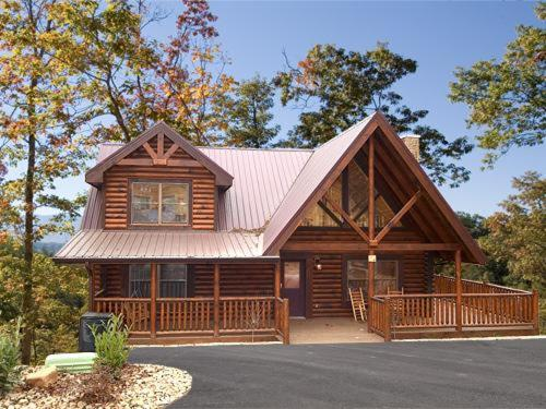 Vacation home natural beauty two bedroom cabin for Two bedroom log homes