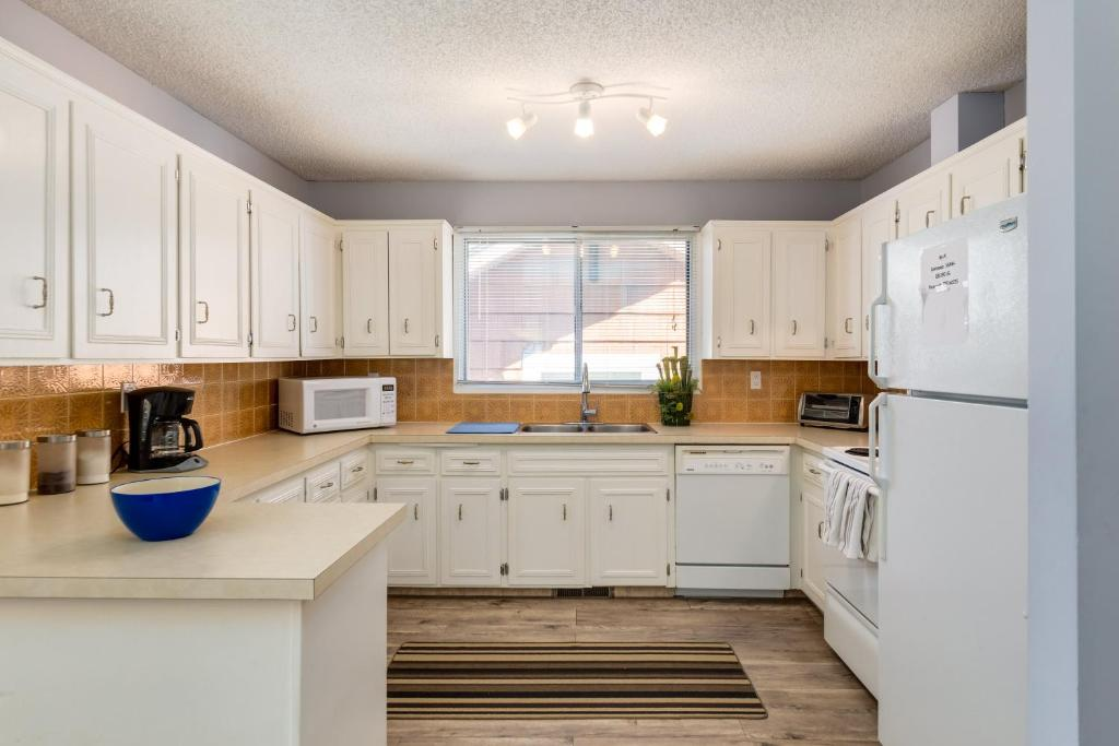 Apartment Superb 3br Mins To Dt Calgary Canada Booking Com