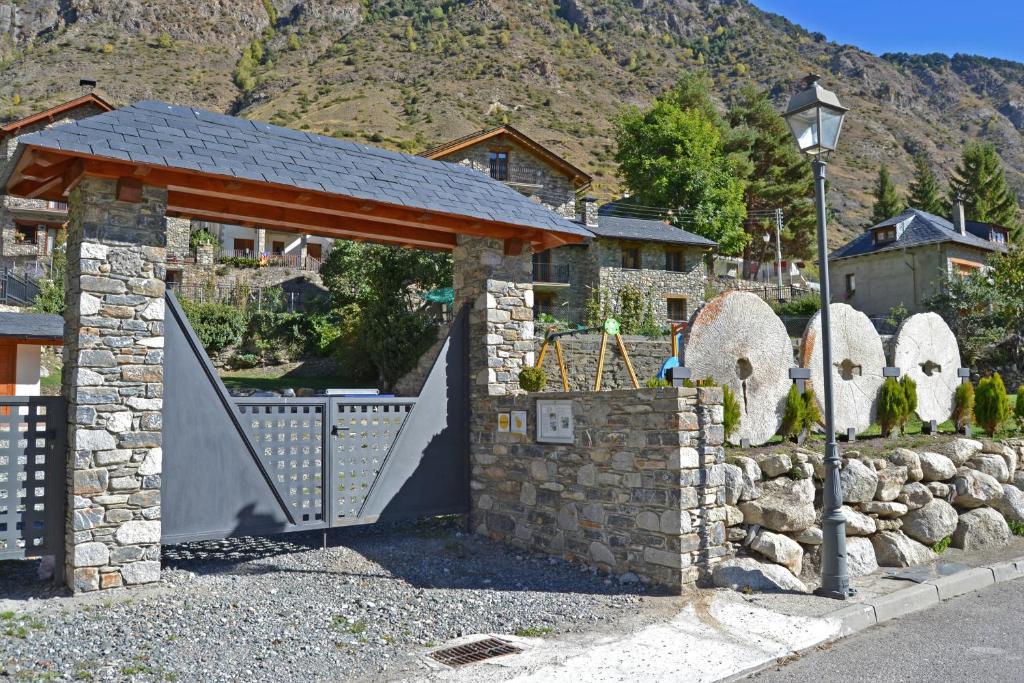Bonita foto de Alba D'Esteve. Casa Rural
