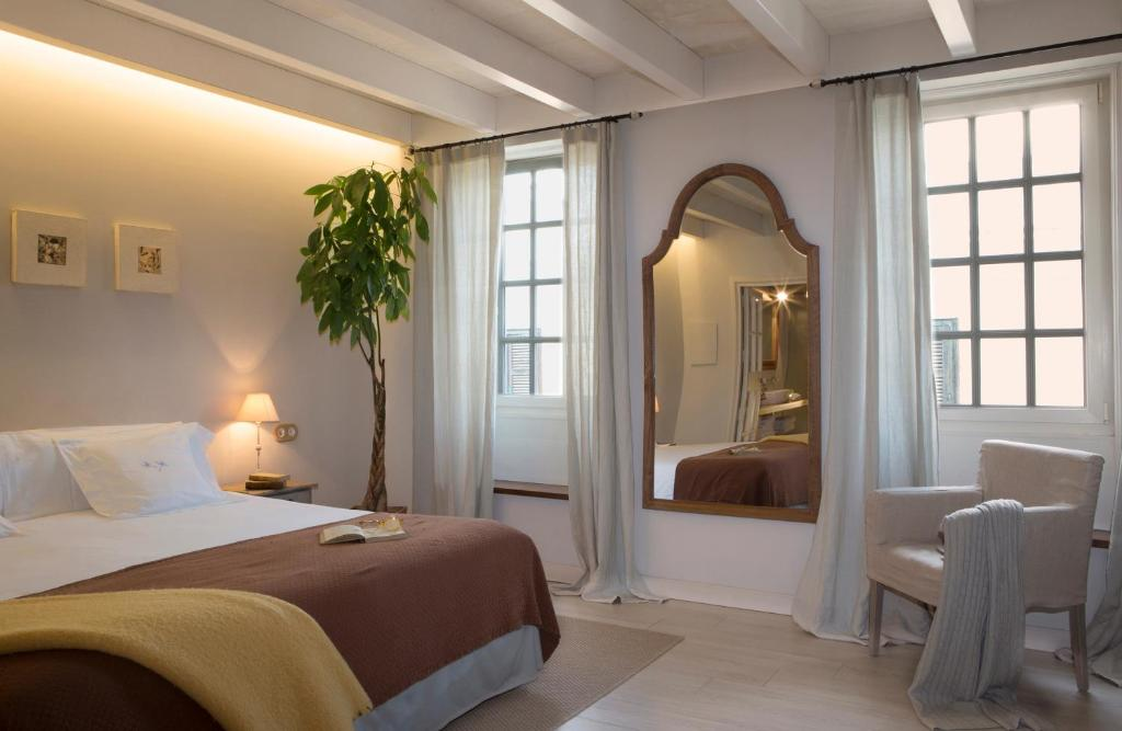 boutique hotels mahon  46
