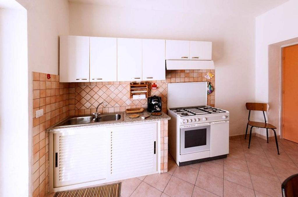 La Credenza In English : Apartment bassi 42 olbia italy booking.com