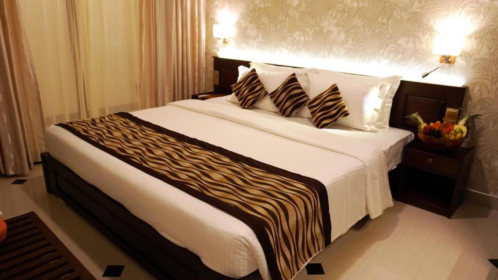 En eller flere senge i et værelse på Cafe Aroma Inn