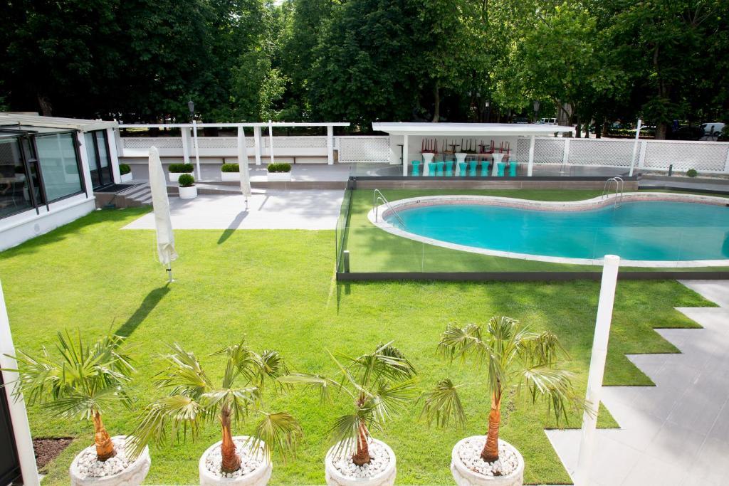 Bazén v ubytování Hotel Tres Reyes nebo v jeho okolí