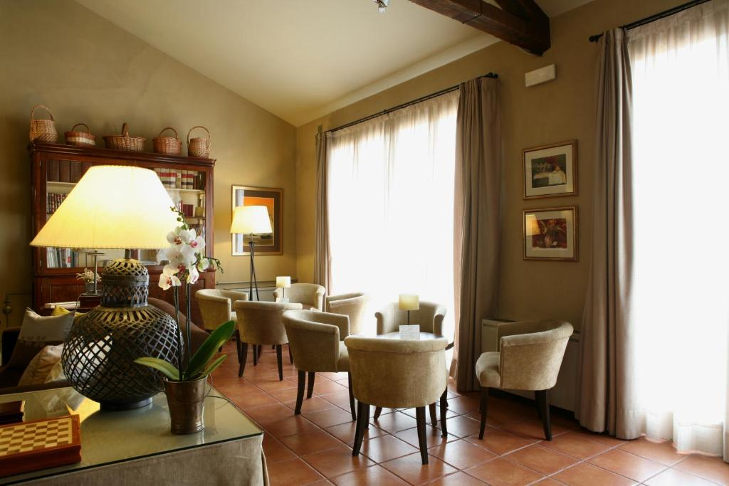 boutique hotels in cardona  5