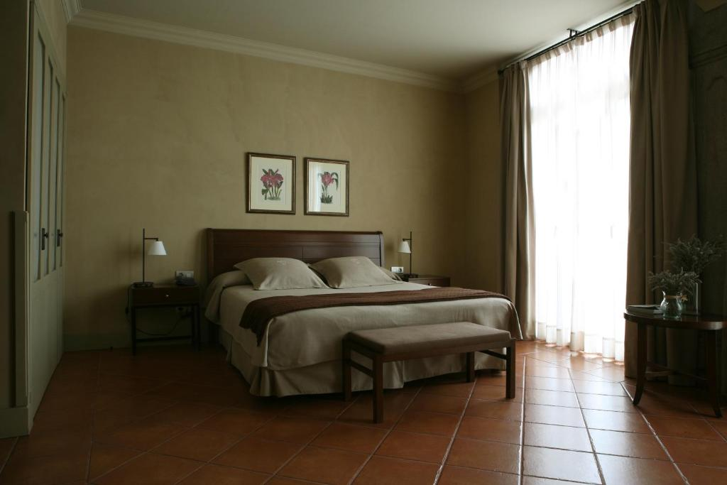 boutique hotels in cardona  13