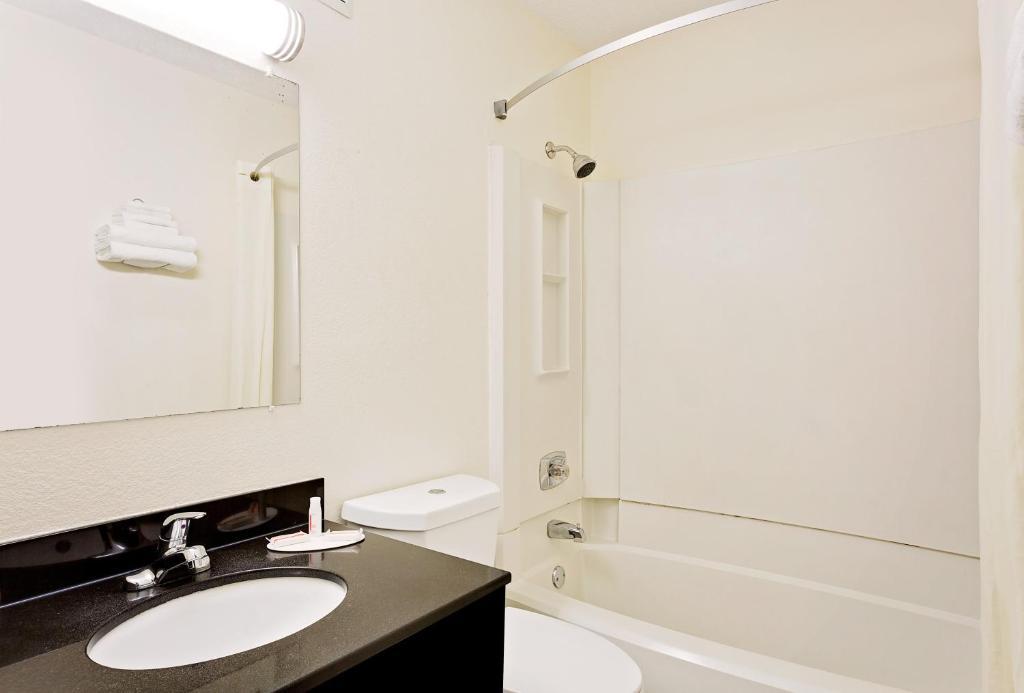 Bathroom Fixtures Johnson City Tn hotel super 8 - johnson city, tn - booking