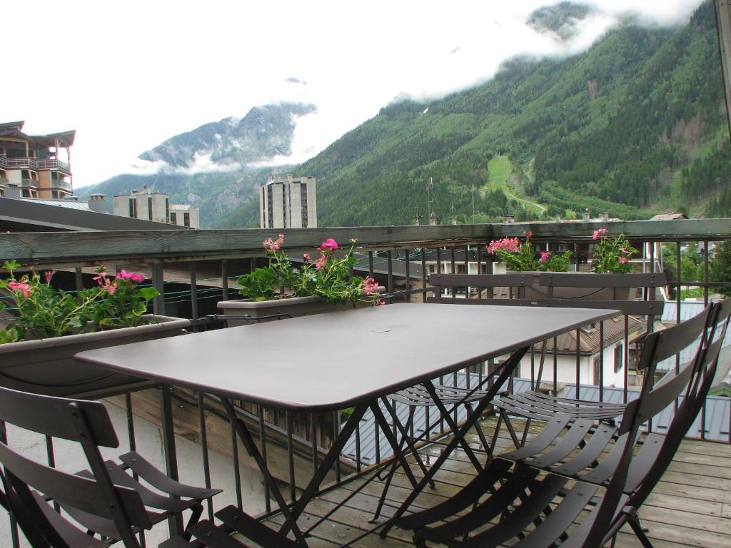 Villa l on chamonix mont blanc france for Chamonix piscine