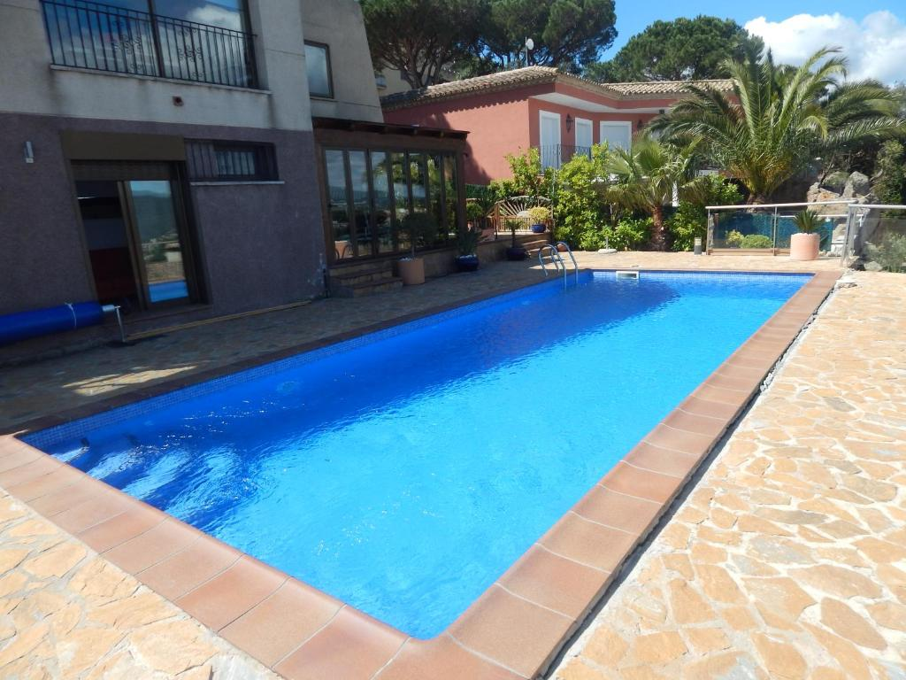 Villa de lujo en sagar con piscina s 39 agaro spain - Villa con piscina ...