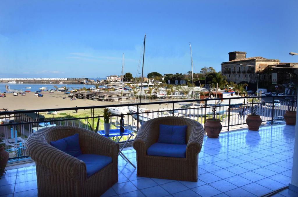 Appartement terrazza sul mare italie giardini naxos - Terrazzi sul mare ...