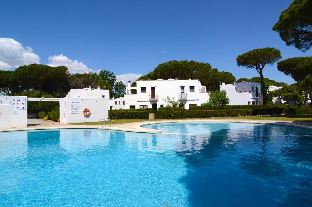 The swimming pool at or near Piverd del Golf