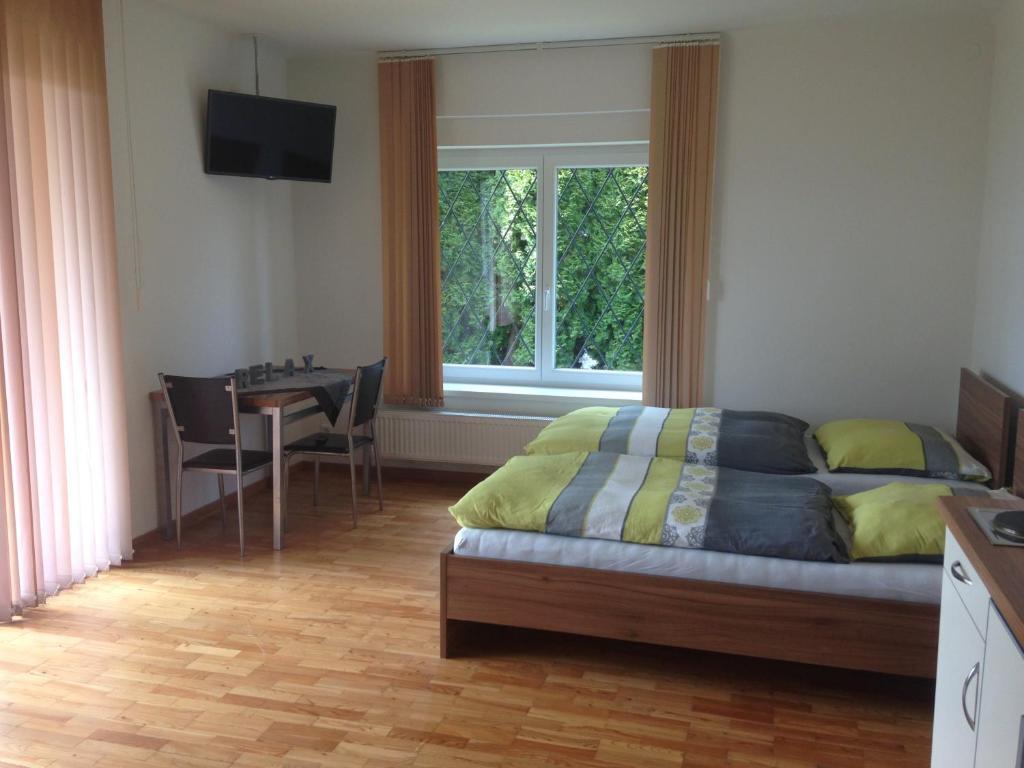 Apartment Koxsi\'s Motorhome, Spielberg, Austria - Booking.com