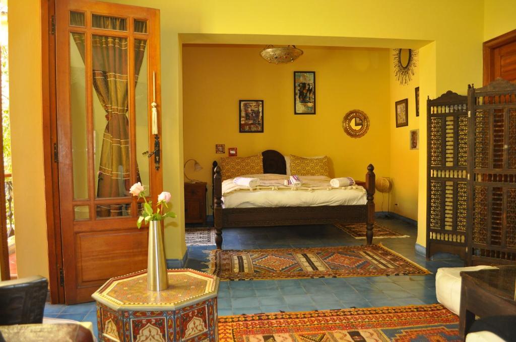 Een bed of bedden in een kamer bij Riad Zarka