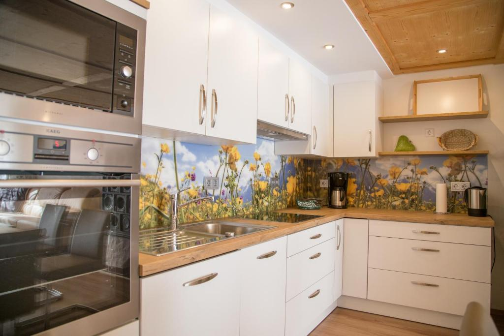latest gallery image of this property with alpenstil einrichtung. Black Bedroom Furniture Sets. Home Design Ideas
