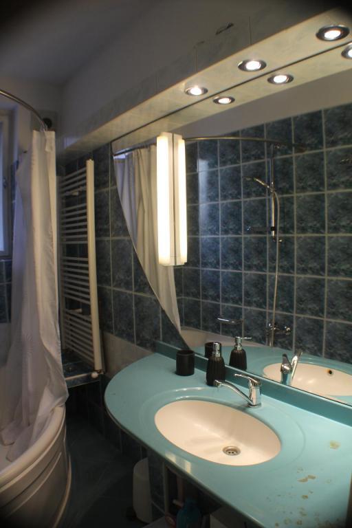 27 Photos Close Boemia Apartment