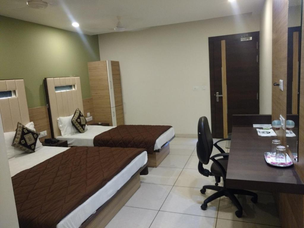 Aanand Hotel Hotel Anand Corner India Bookingcom