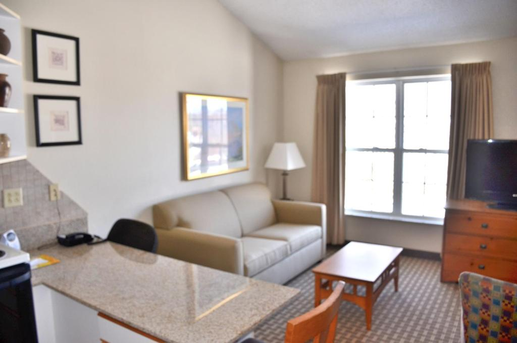 Hotel Cresthill Suites Syracuse East Syracuse NY Booking
