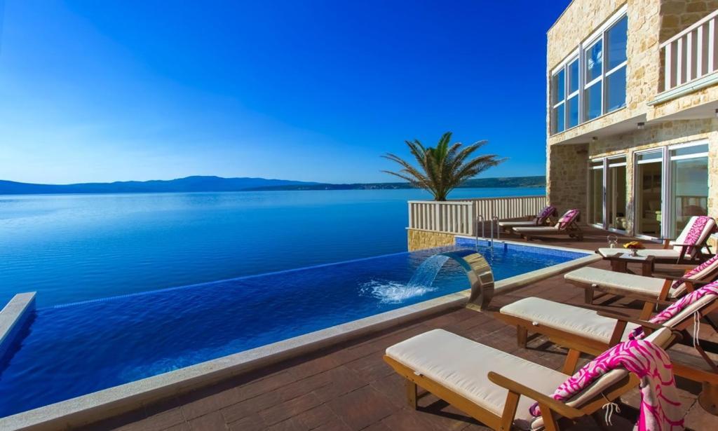 Villa cama kroatien kapetan stan for Kroatien villa mit pool