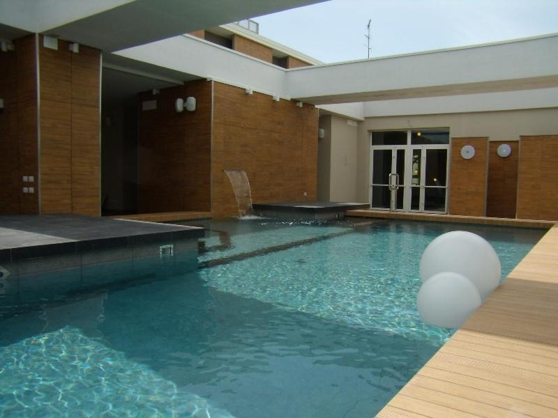 Het zwembad bij of vlak bij Admiral Park Hotel