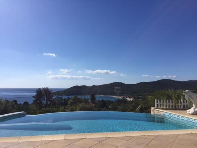 Piscine Debordement superbe villa vue mer, sari solenzara, france - booking