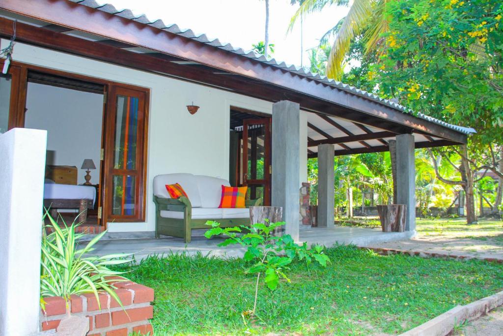 Cottage In Sri Lanka - Small House Interior Design