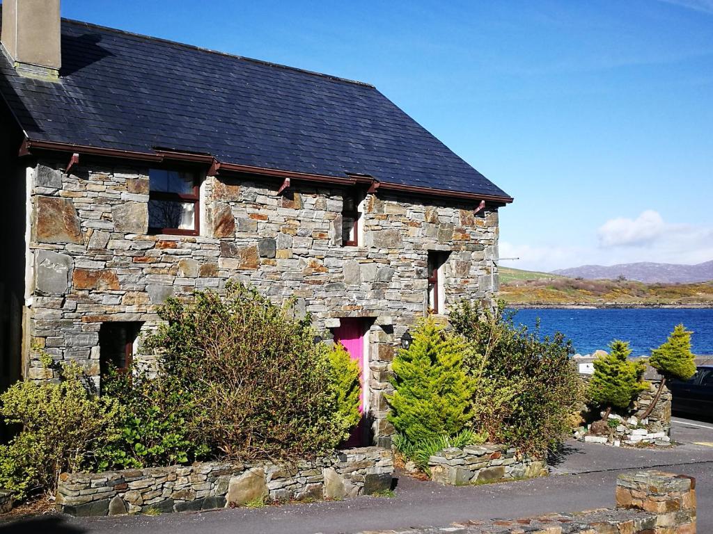 Cleggan pier cottage ireland for Pier homes