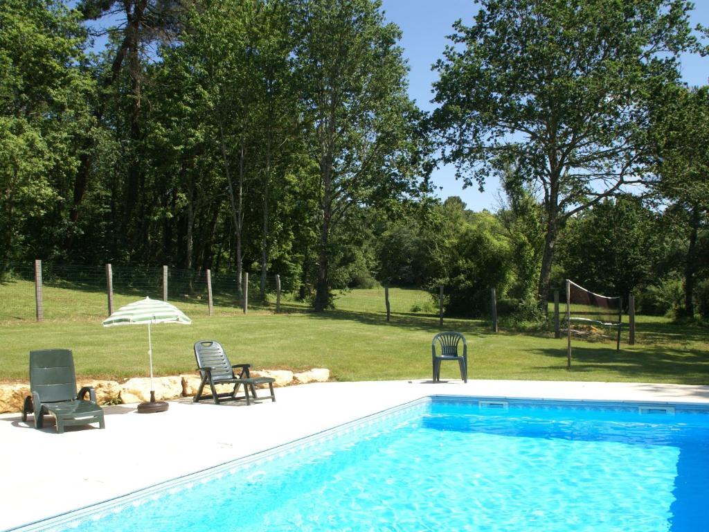 Maison de vacances blanquefort sur briolance 2 saint for Piscine blanquefort