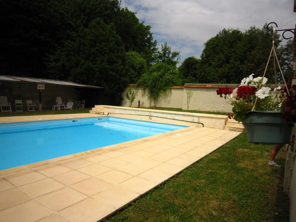 Vacation home tour sud ocquerre france for Reservation hotel sud de la france