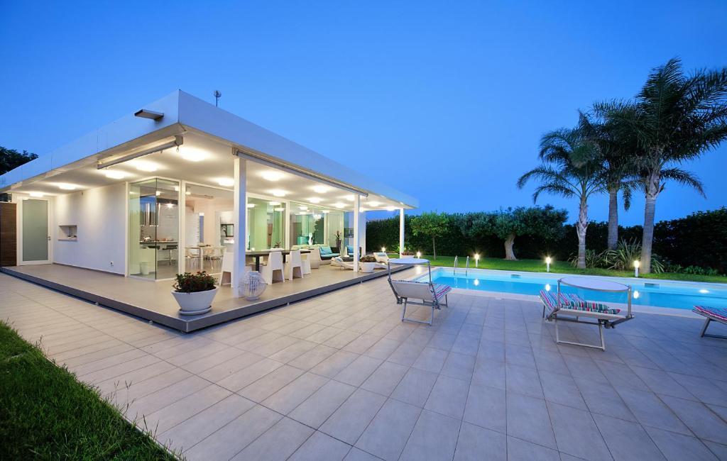 Villa margot italia marina di ragusa - B b noto con piscina ...