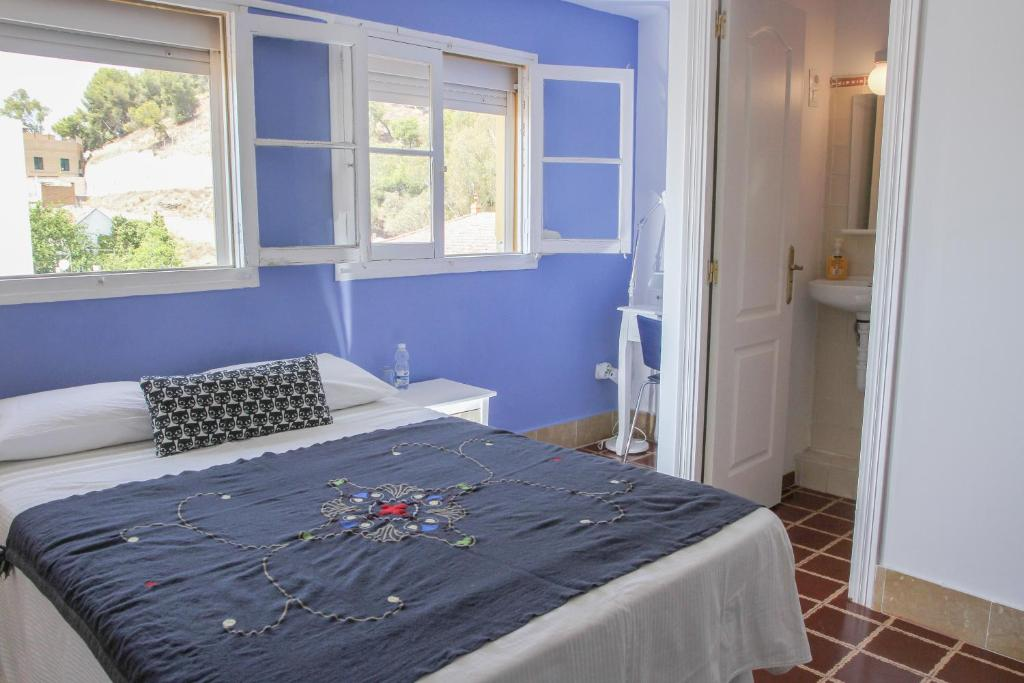 A bed or beds in a room at Villa Alicia Guest House