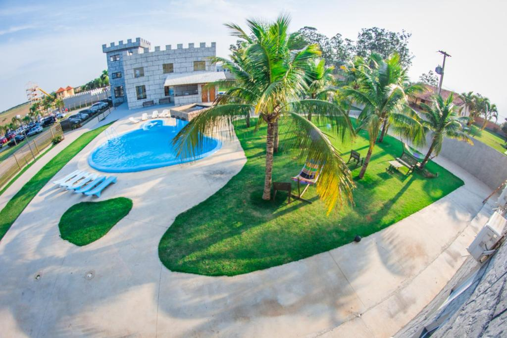 A view of the pool at Castelo Park Hotel or nearby
